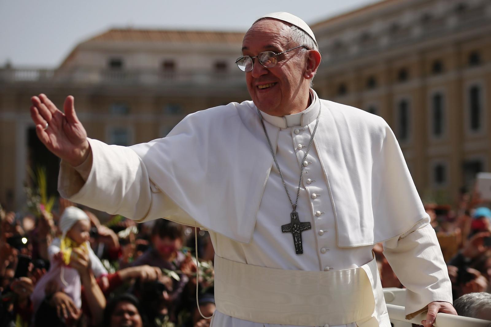 Pope+Francis+greeting.jpg