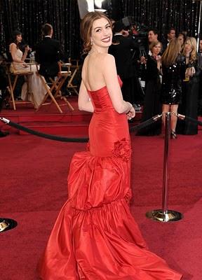 Tinute la Oscar 2011 : Anne Hathaway