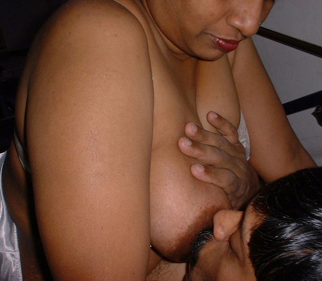 DESI COUPLES HOT LOVE MAKING...BY SUCKING&KISSING ...