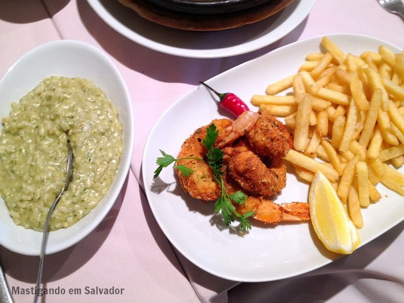 Marfino Restaurante: Risotto ao Pesto e Camarões à Moda Grega com Batatas Fritas