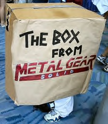 Cosplay de caja de Metal Gear Solid