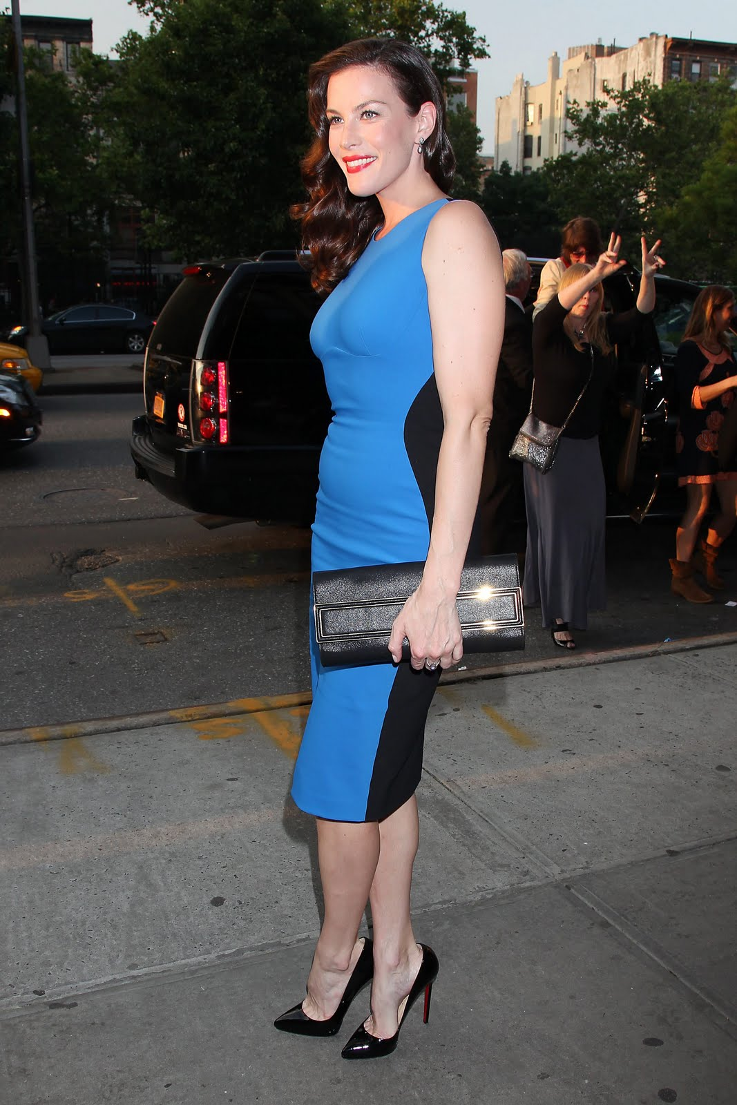 http://1.bp.blogspot.com/-qTRBzhicmRs/TkLYf0eVhYI/AAAAAAAAJhs/Ka8cOQa4vHA/s1600/Liv_Tyler_attends_a_screening_of_The_Ledge_in_New_York_City_June_21_2011_009_123_10lo.jpg