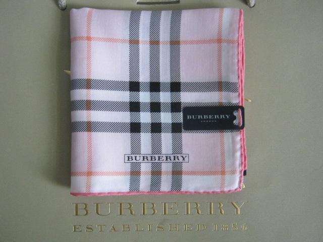 eb96e367861f Burberry foulard de couleur rose. Vendu Mélange de soie 50%, coton 50%,  taille 58x58cm. Le prix 50euros+le frais de port.