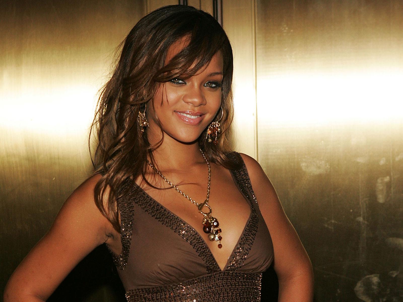 http://1.bp.blogspot.com/-qTk37H8xH8g/Tepr9rjK3JI/AAAAAAAADjw/mZl_3Vd945E/s1600/Rihanna%2BWallpapers.jpg