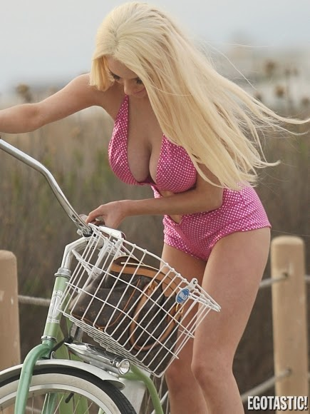 Courtney Stodden, Courtney Stodden full biography, Courtney Stodden bikini lingerie and underwear, Model, American television personality photos collection