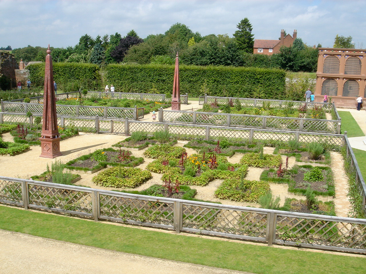 Garden history matters february 2012 the restored elizabethan garden at kenilworth castle solutioingenieria Image collections