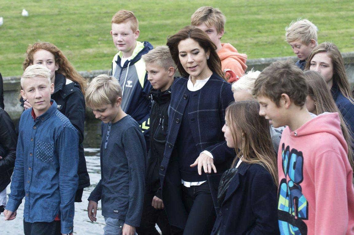 Today Crown Princess Mary participated in the morning walk at Lille Næstved School in Naestved.