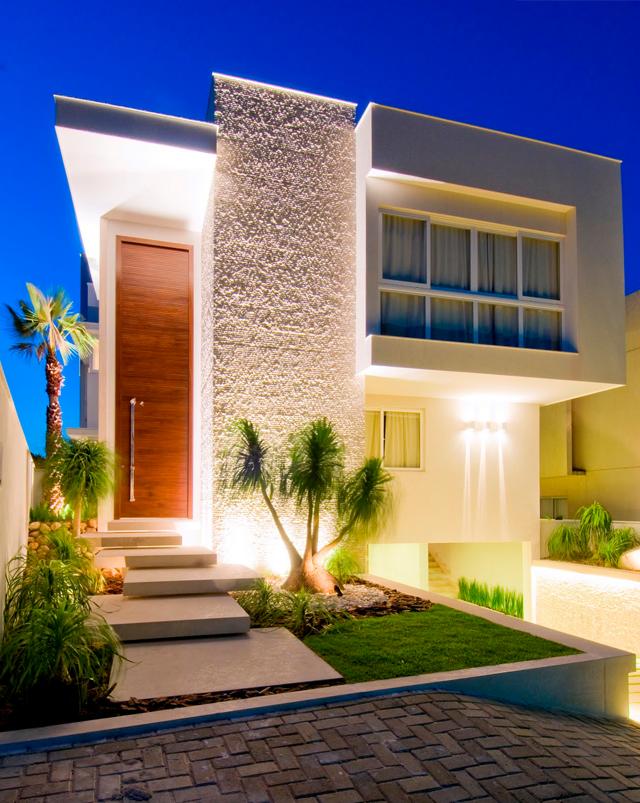 15 fachadas de casas com portas de entrada pain is altas for Adornos para entrada de casa
