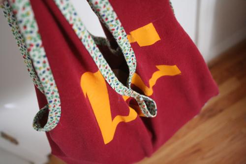 Miss make tutorial reusable shopping bag from a t shirt for Reusable t shirt bags