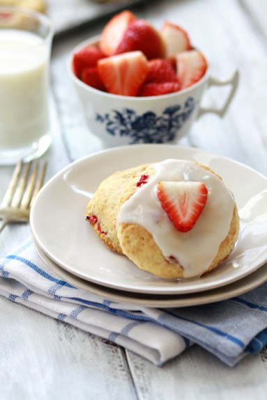 sadie + stella: S+S chow: strawberry scones with meyer lemon glaze