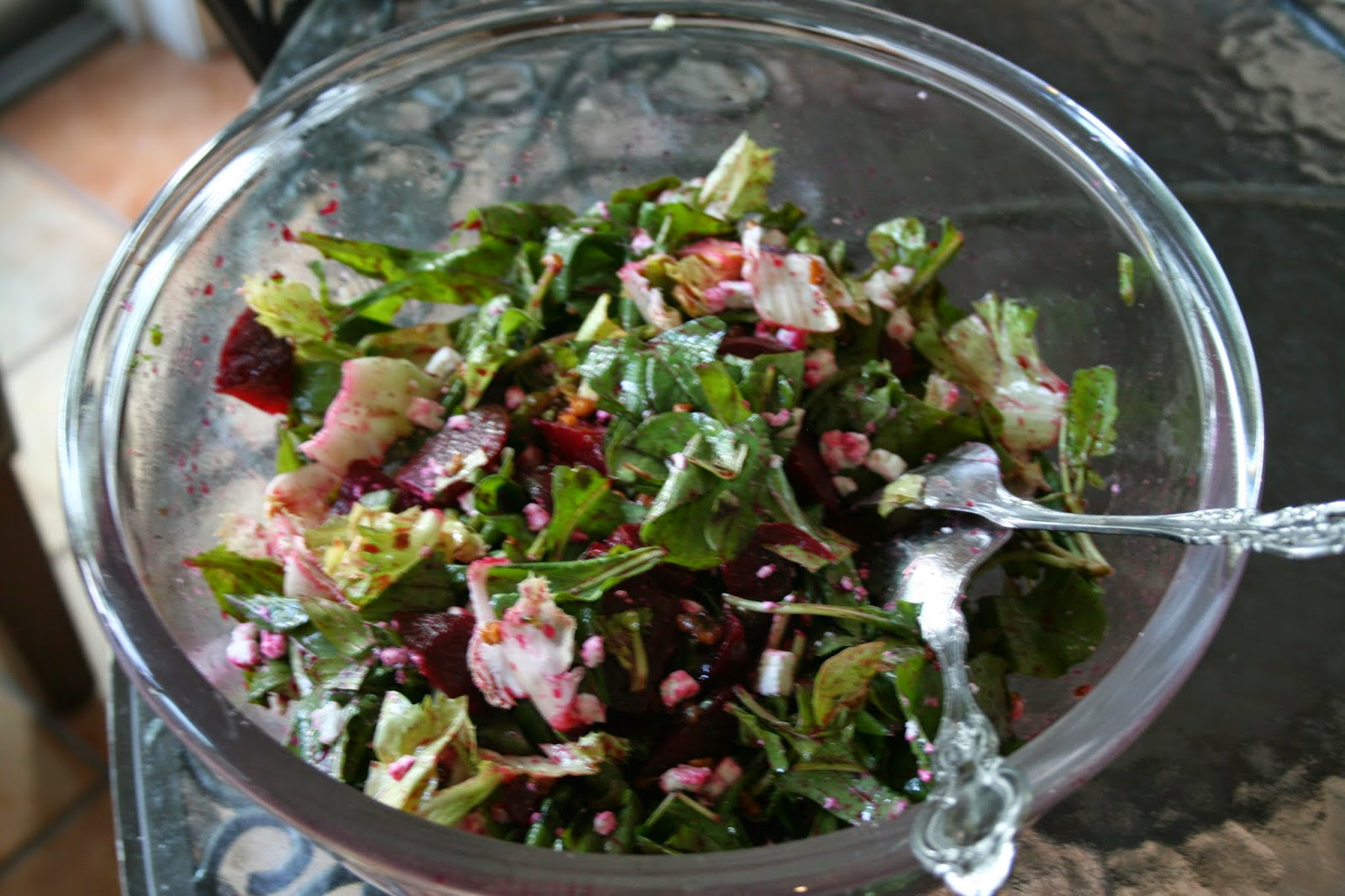 Julia's Cookbook: Arugula Salad with Beets, Walnuts and Goat Cheese