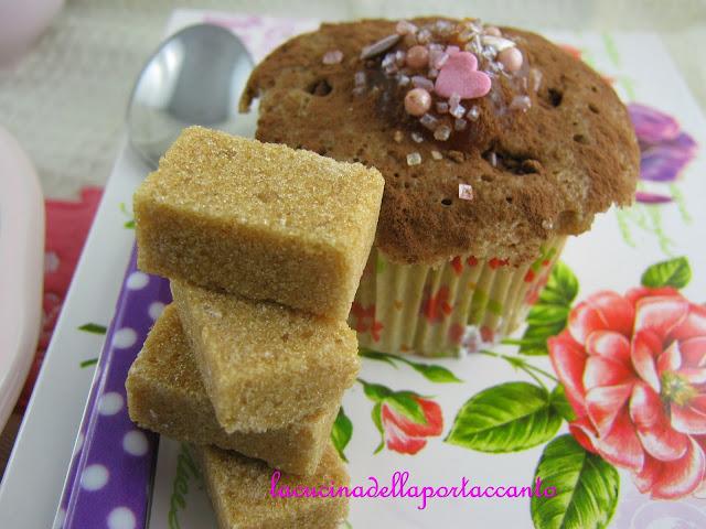cupcakes al cacao con confettura di pesche e olivello spinoso