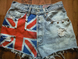 diy-punk-blog-london-spodenki-ćwieki-flaga