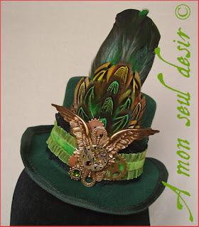 chapeau steampunk victorien mouvement de montre mécanique mécanisme ailes bronzes rouages gibus haut de forme plumes mini steampunk victorien hat gears wings feathers