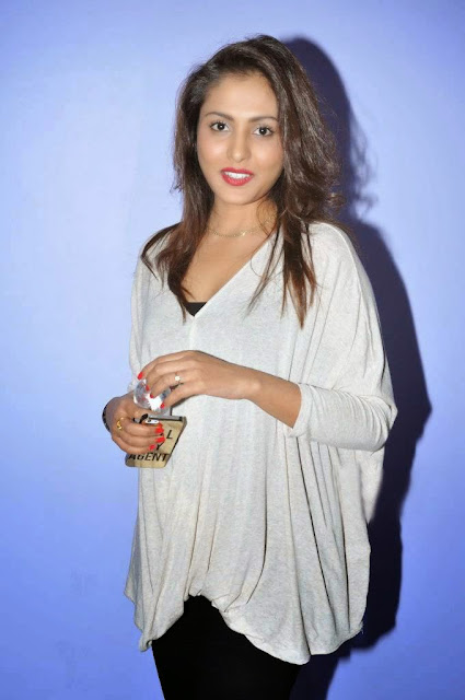 Actress Madhu Shalini Picture Gallery at Ladies And Gentlemen Movie Preview Show 1.JPG