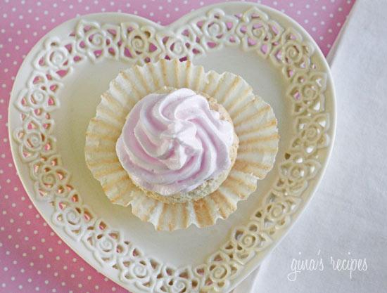 Sweet Light Angel Food Cupcakes with Meringue Icing   Skinnytaste
