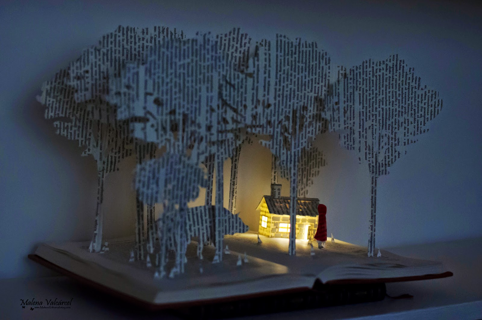 book-sculpture-Red-Riding-Hood