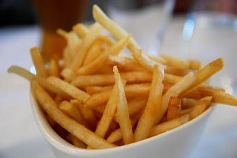Fried thin potato sticks
