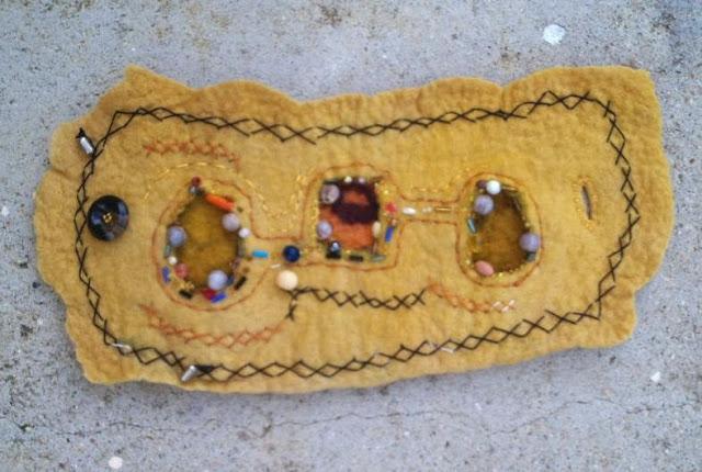 pulseiras feltradas e bordadas
