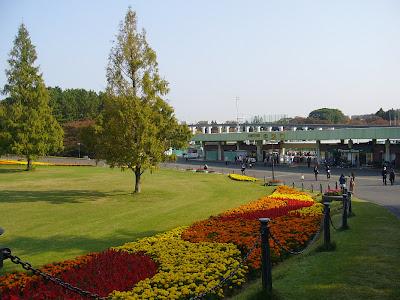 万博公園 太陽の広場 中央口