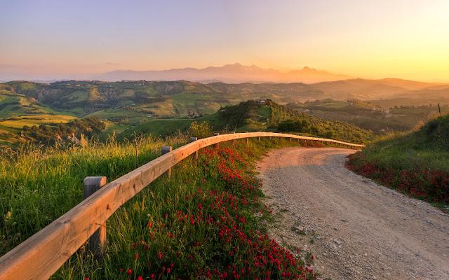 Puesta de Sol Carreteras Montes Italia