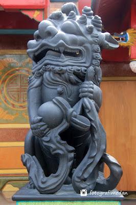 patung singa hitam fotografi medan
