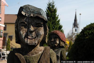 Mark, Marks kommun, Kinnabor, lokalbefolkning, träskulptur, staty, offentlig konst, trästaty, Kinna