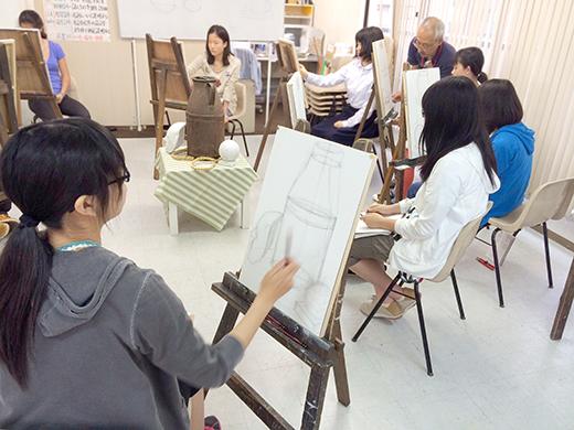 横浜美術学院の中学生教室 美術クラブ のびのび描こう!鉛筆で描く「静物デッサン」3