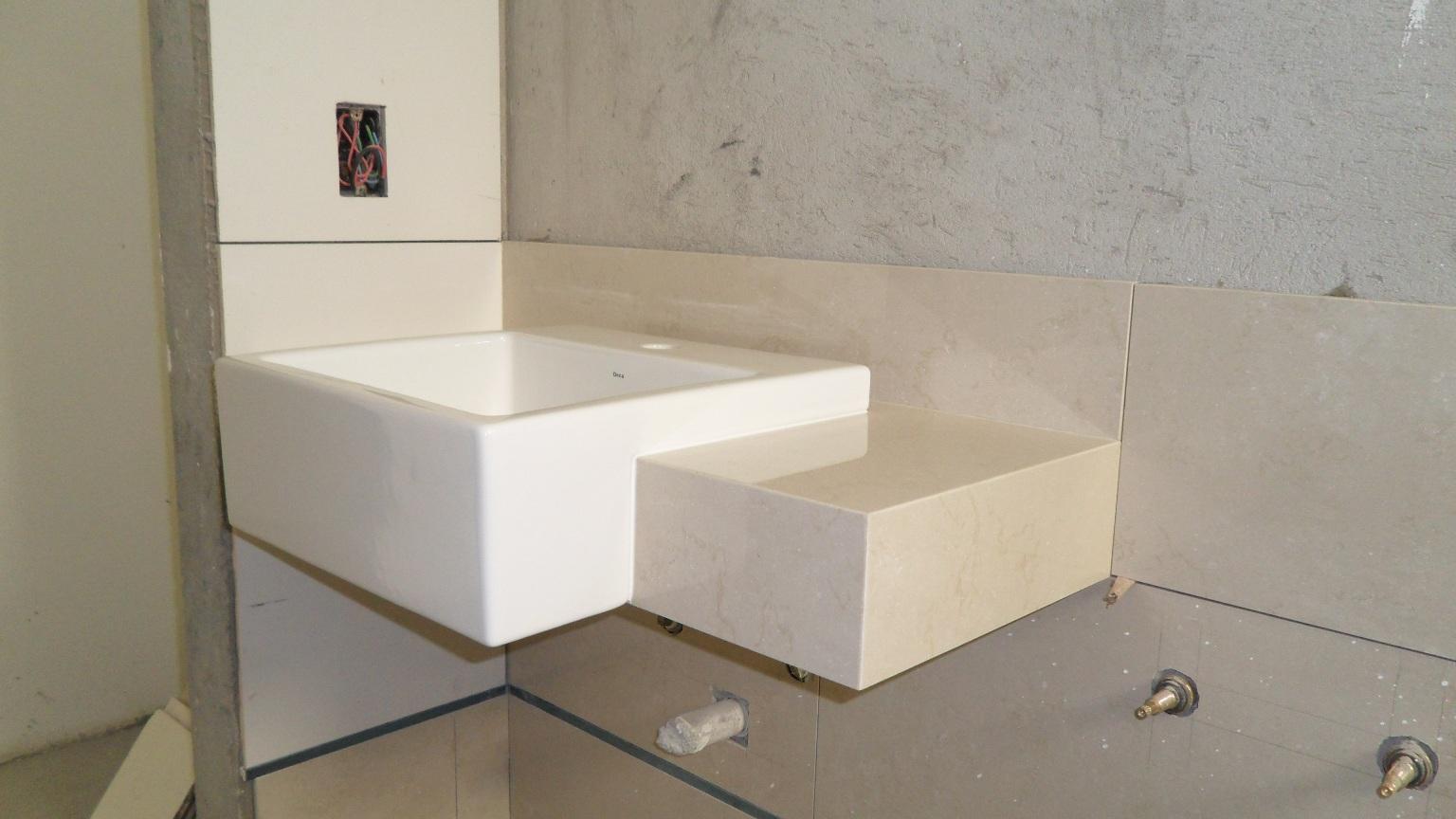Bancada cuba Deca semi encaixe porcelanato Portobello Perlino Bianco  #5E4D38 1536x864