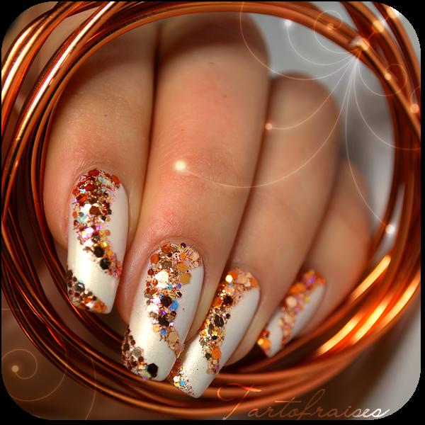 Фото ногтей с блестками золотые