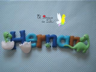 nombre-fieltro-dinosaurios-Hernán-regalo-personalizado-decoración-infantil-detalle-nacimiento-dinosarurios-elbosquedelulu-hechoamanoparati