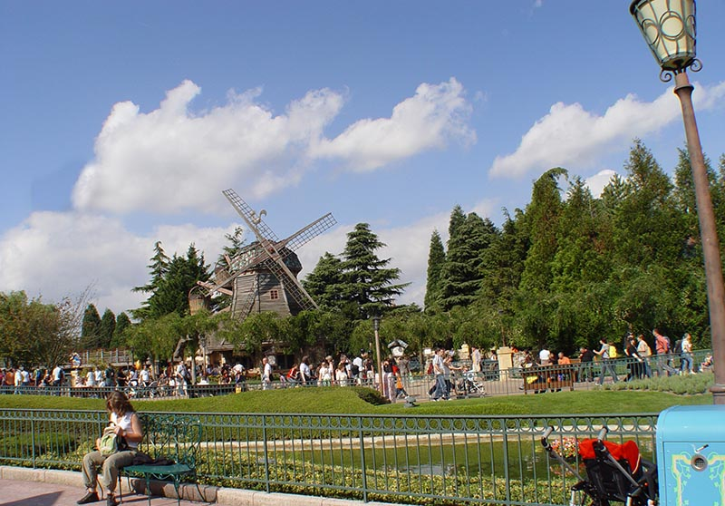 Disneyland Paris Park - Main Street and Fantasyland 7