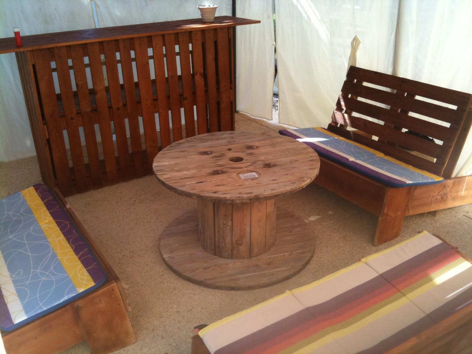 Mon bloggy moi termin voil ce que donne mon salon de for Coussin pour salon de jardin en palette