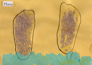 http://easypreschoolcraft.blogspot.com/2011/09/easy-sand-footprint-craft-for-kids.html