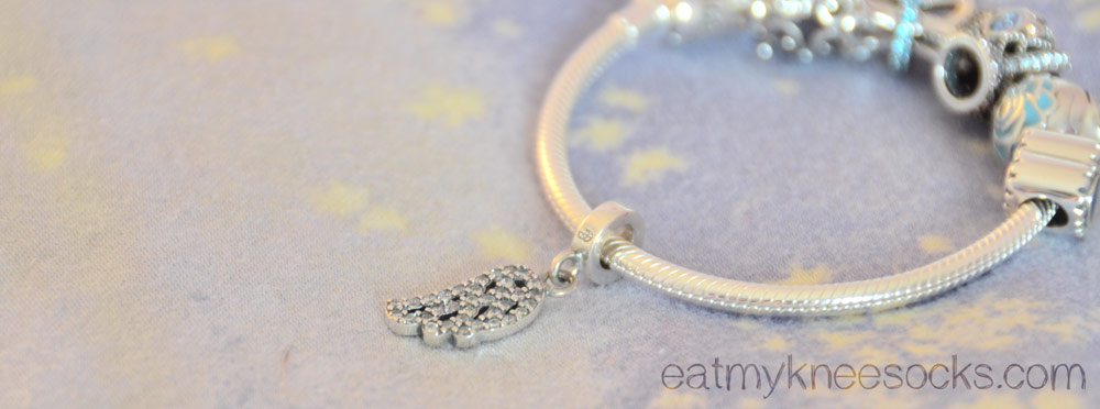 Another photo of the cute dangling leaf charm from Soufeel.