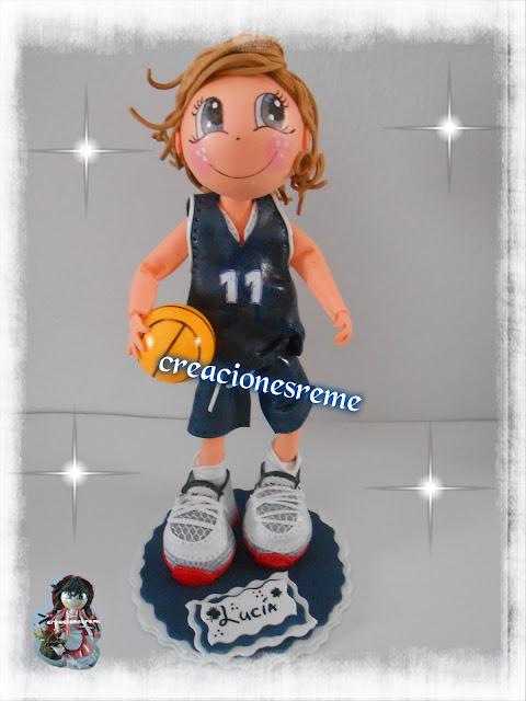 fofucha-creacionesreme-personalizadas-foami-voleibol –muñequitostarta-muñequitosboda-novios-muñecostarta-regalosoriginales-regaloshechosamano-regalosoriginales-fofuchosnovios-miniaturas-lasmejoresfofuchas-creacionesreme-vestidosdenovias-tragesdenovios-miniaturaslibros-miniaturashelados-miniaturashagendans-miniaturasalpino-miniaturastijeras-fofucho comunión-fofucha-baloncesto-lope-de-vega