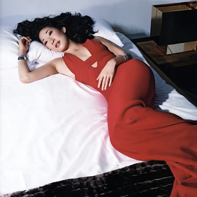 sandra oh instyle red dress
