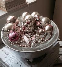 Älskar mitt antika julpynt!