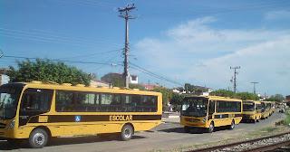 De acordo com a secretária somam 13 veículos para o transporte escolar.