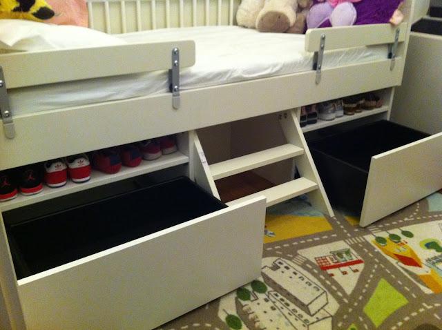 Kinderzimmer Ideen Jungs Ikea ein jugendzimmer das in blau dunkelgrau und silberfarben gehalten ist mit tuffing hochbettgestell Kinderzimmer Junge Ikea Hochbett Hyeyeonpark Schlafzimmer