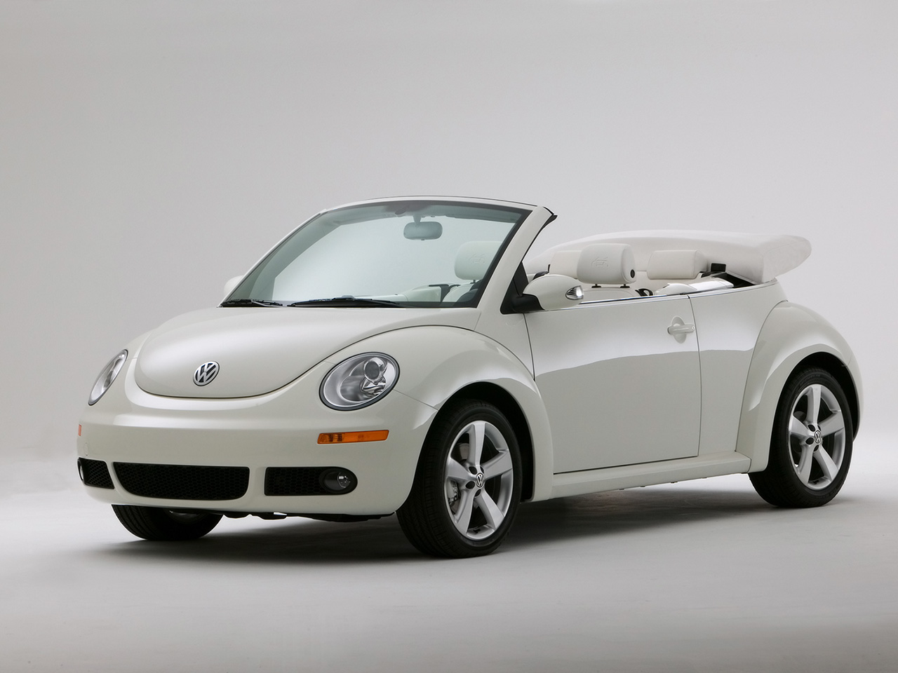 all new volkswagen beetle cabrio will be available in. Black Bedroom Furniture Sets. Home Design Ideas