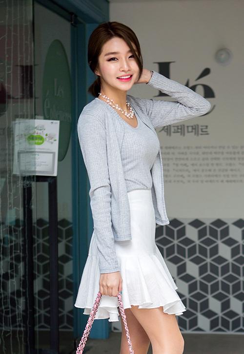 Kstylick Latest Korean Fashion K Pop Styles Fashion Blog Chuu Sleeveless Top And