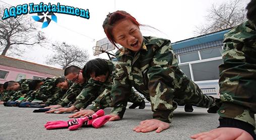 Wajar saja bila orang tua khawatir kalau anaknya terlalu banyak menghabiskan waktu online. Namun di China, hal ini dianggap sesuatu yang sangat serius.