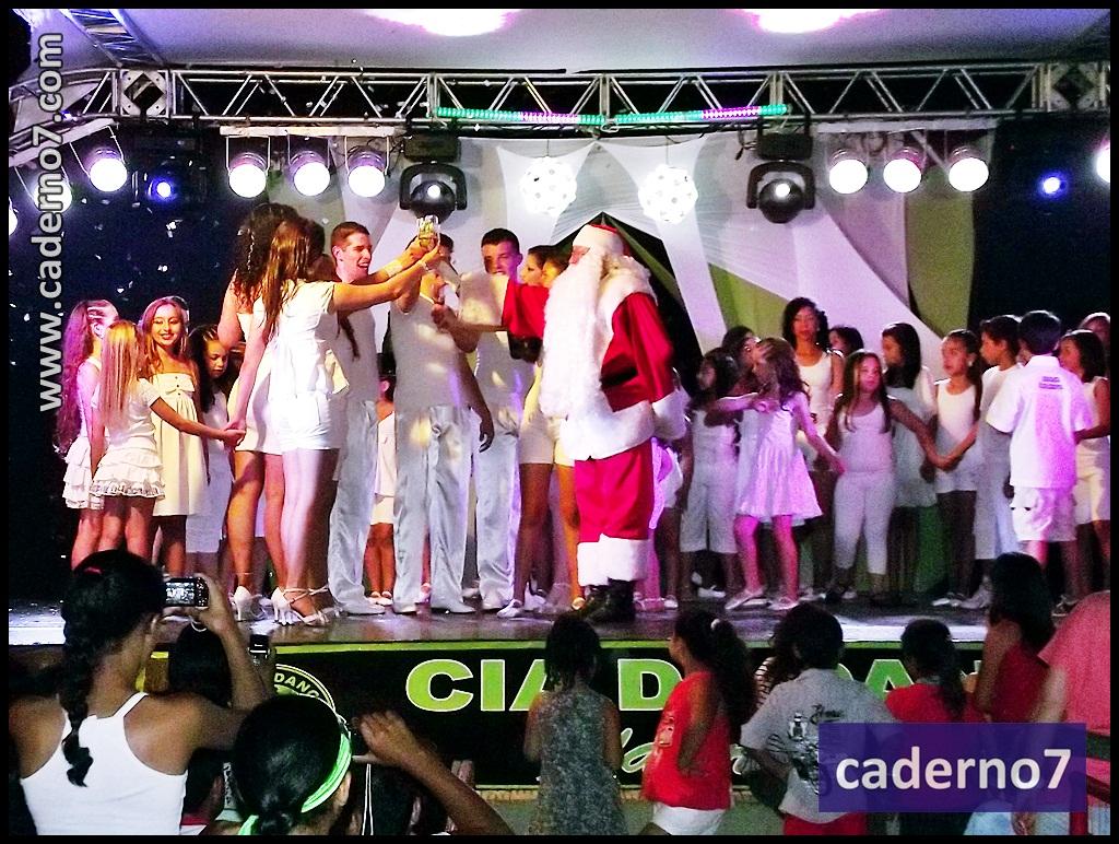 http://1.bp.blogspot.com/-qYDjFJasK3k/Tu8ZXmqmxWI/AAAAAAAAP_Y/iKlMnuMREYw/s1600/festa_natal_ciavalerialacerda187.JPG
