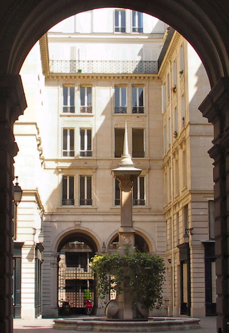 Cours des fermes, 15 rue du Louvre 75001 Paris