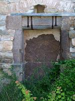 Detall de la porta del mas de Vilagú