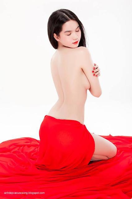 Hình ảnh đẹp người mẫu Ngọc Trinh nude art