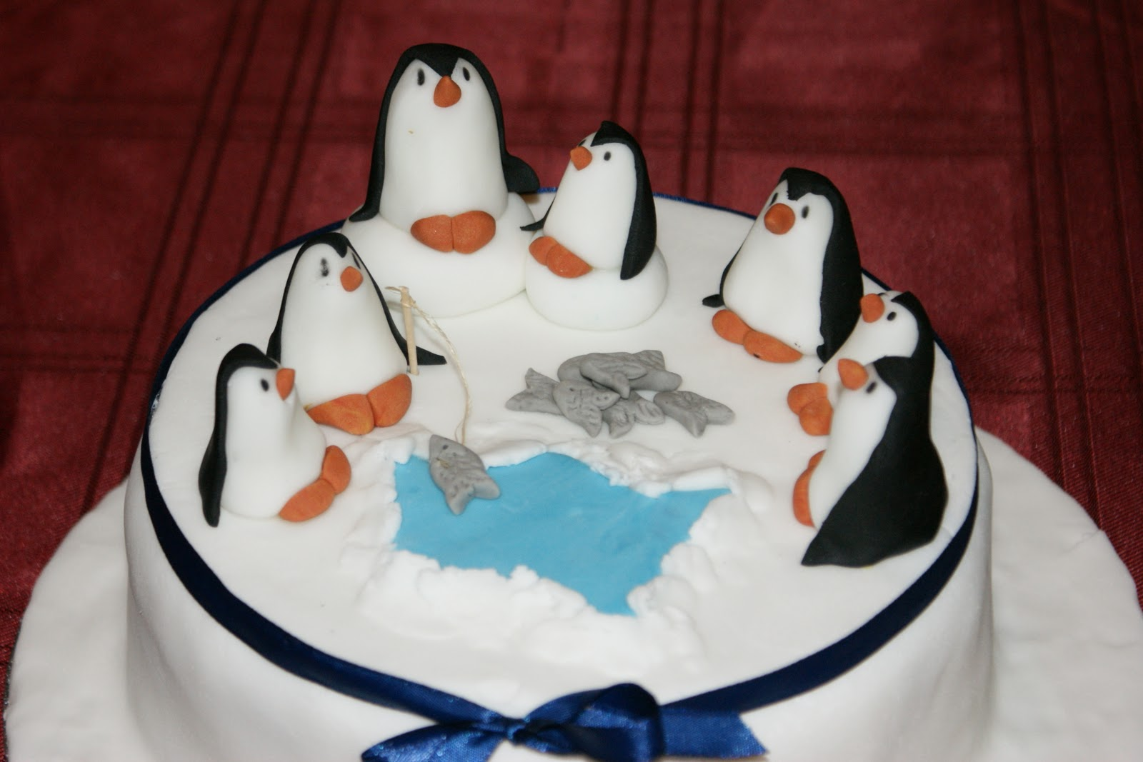 Birthday Cake Ideas Penguin : Beehive bits and pieces: Happy Birthday Penguin Cake!