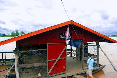 Embarcadero Ban Nakasang to go to Don Khon Island
