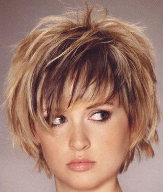 Short Layered Bob Hairstyle for Round Faces